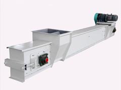 刮板输送机刮板和机器底板之间的适当间隙要注意调整